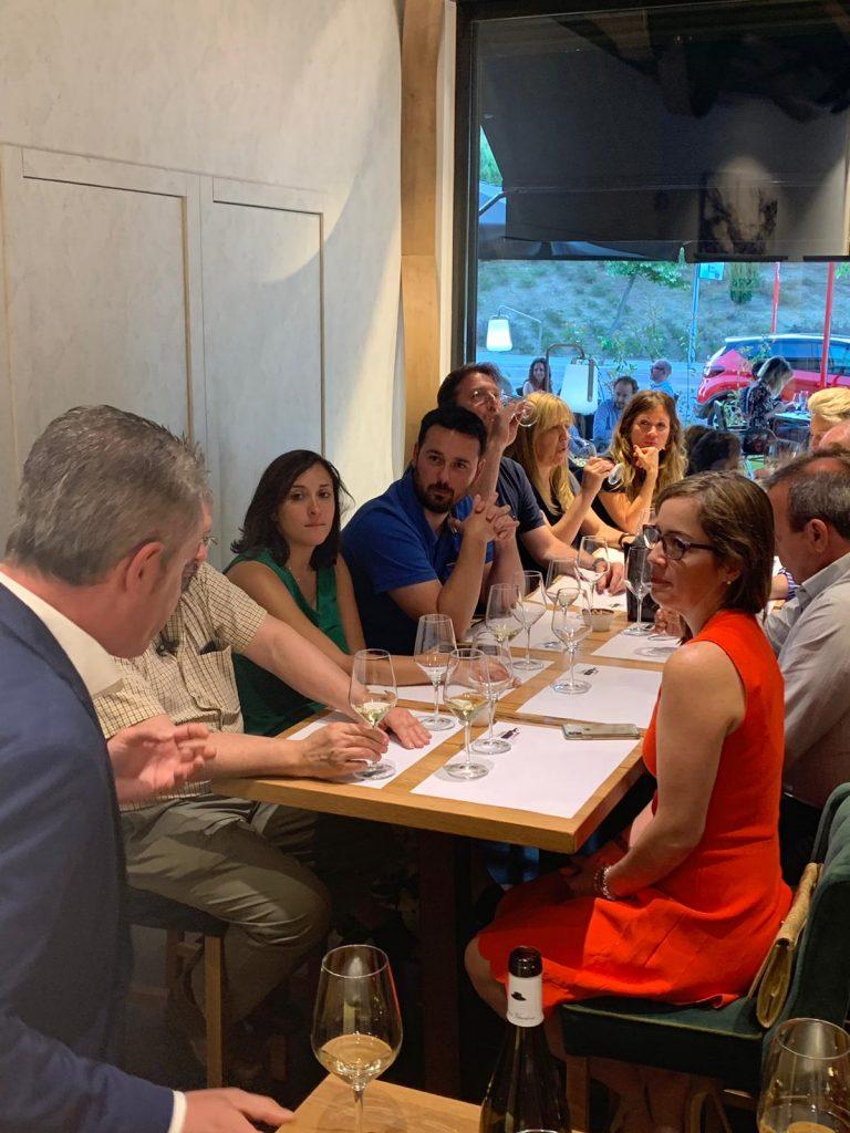 Auténticos Viñadores cata en la vinoteca De la Tierra al Vino
