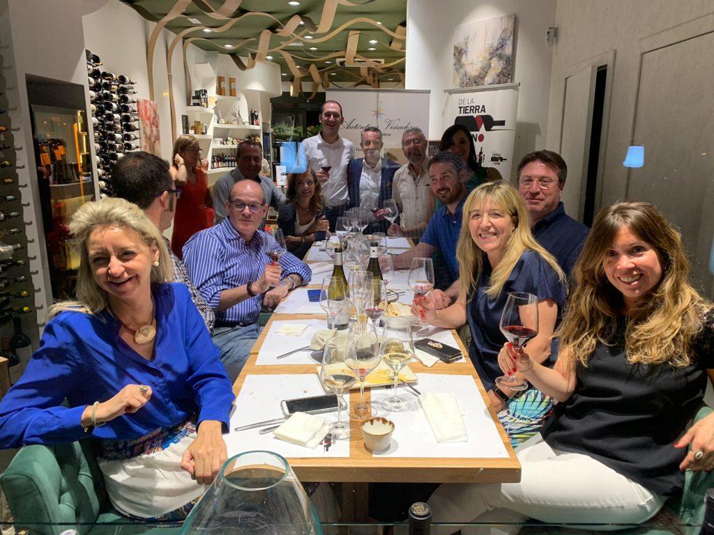 Foto de familia cata Autenticos Viñadores en De la TIierra al Vino